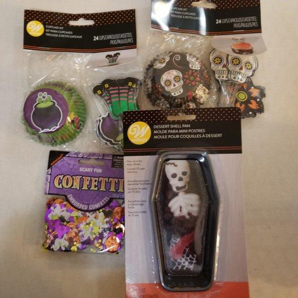 NWT Wilton Halloween Cupcake Kits & Coffin Pans
